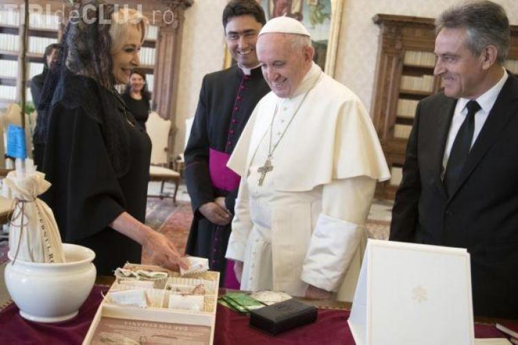 Dăncilă se laudă că a stat cu Papa 45 de minute. Presa din Italia susține că nu e adevărat