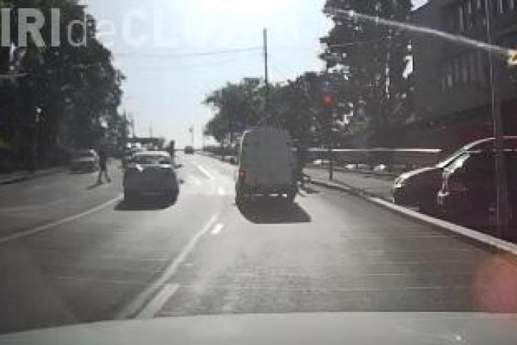 """La Cluj, semaforul e """"opțional"""" pentru unii șoferi VIDEO"""