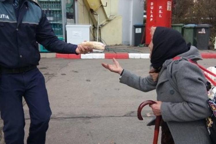 Cluj: Polițist inimos. I-a luat de mâncare unei bunicuțe - VIDEO
