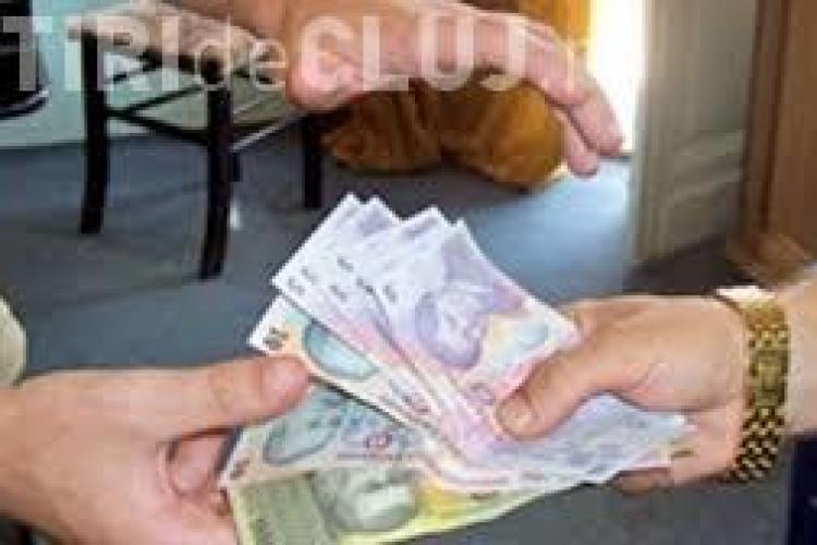 CLUJ: Percheziții la un cămătar din Turda. Cum intimida oamenii ca să îi dea banii cu dobânzi uriașe