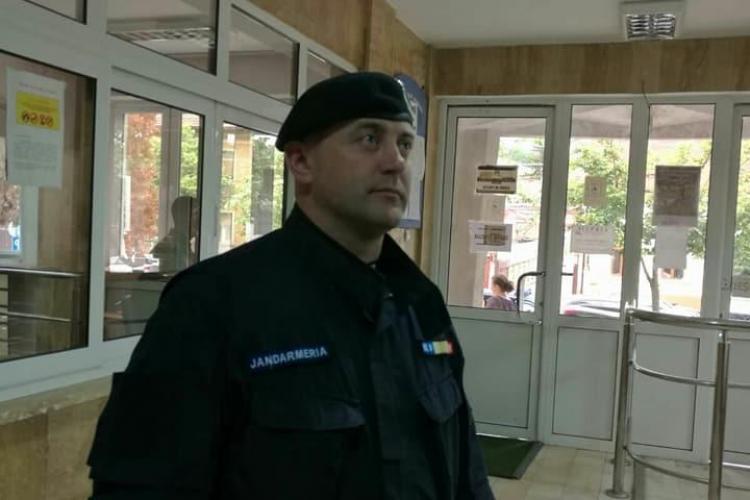 Doi jandarmi clujeni au salvat viața unui pelerin, căzut sub roțile trenului FOTO