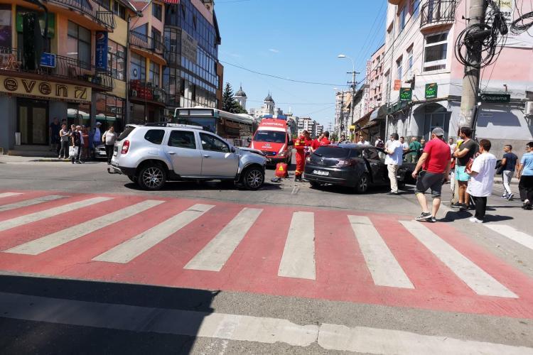 UPDATE Accident cu trei mașini pe strada București! Trei persoane au fost rănite - FOTO