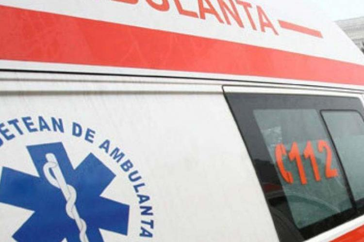 Accident cu o victimă, în Gheorgheni. O femeie a fost lovită de mașină în timp ce traversa strada neregulamentar