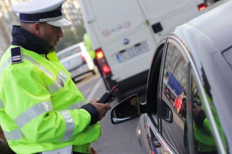 CLUJ: Minor prins de polițiști după ce a furat o mașină pentru a se plimba cu ea