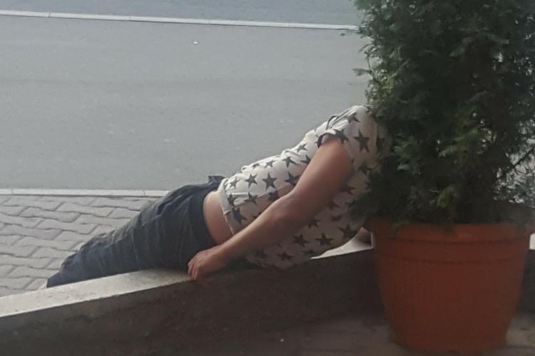 Tânăr drogat în stație la Minerva - VIDEO