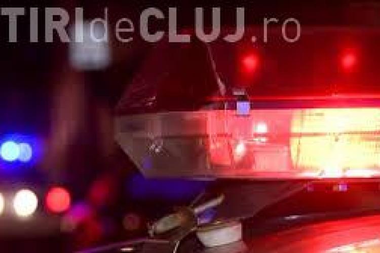 Tânăr cercetat de polițiști după ce a cauzat un accident și a fugit de la fața locului. Nu avea permis, așa că a abandonat mașina într-o intersecție