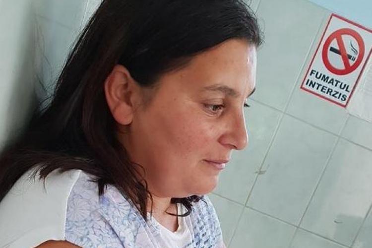 Cluj: Pacientă grav bolnavă, închisă o oră în ambulanță: Echipajul fuma și bea cafea. Au adus și prăjituri