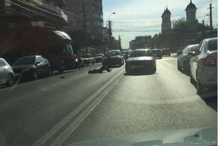 Pieton lovit pe strada București. Traversa neregulamentar FOTO
