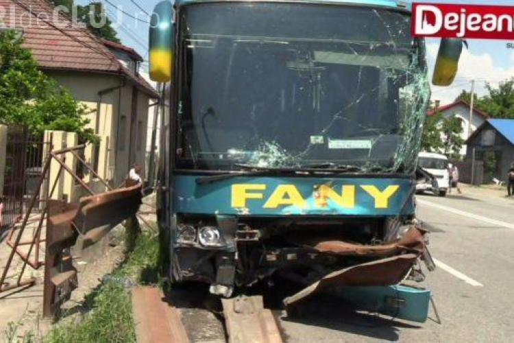 Accident în lanț la Dej. Au fost implicate două autocare și mai multe autoturisme VIDEO