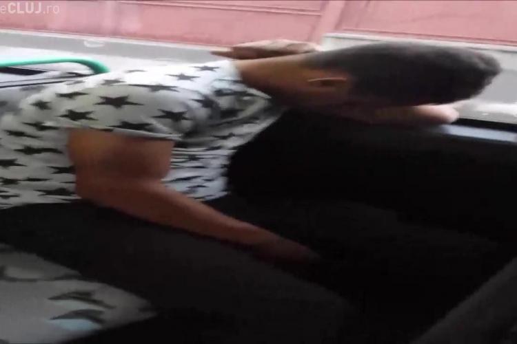Poveste cu un drogat în autobuz, la Cluj, oraș de cinci stele. SHARE ca să ia cineva măsuri - VIDEO EXCLUSIV