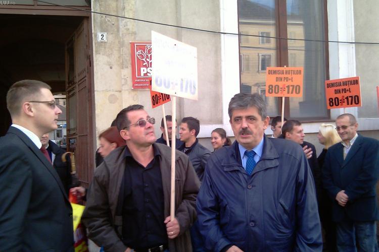 Horea Uioreanu si alti 15 liberali au pichetat astazi sediul PDL Cluj