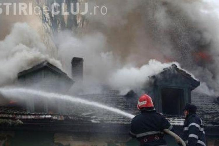 Incendiu pe Calea Manastur! Acoperisul unei case a luat foc