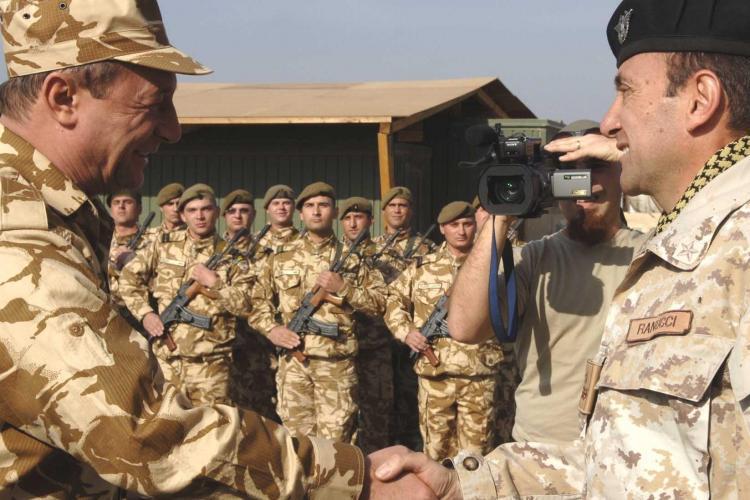 Traian Basescu i-a vizitat in Afganistan pe militarii din Dej