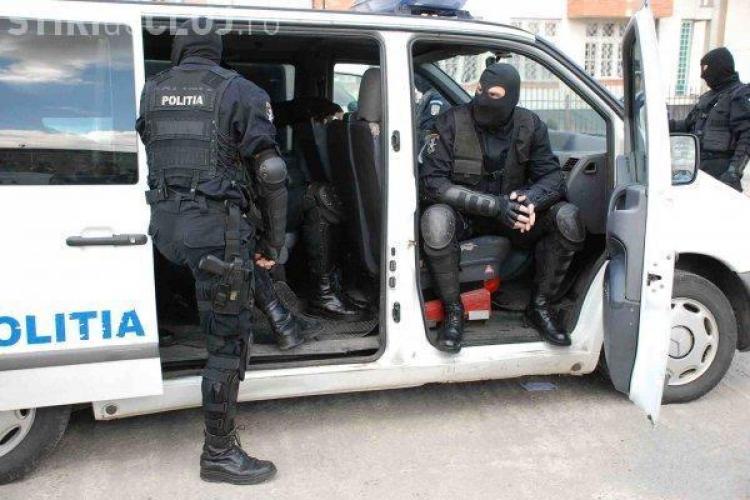 Au gresit adresa! Mascatii de la politie, care-l cautau pe fiul lui Nutu Camataru, au navalit in casa altcuiva