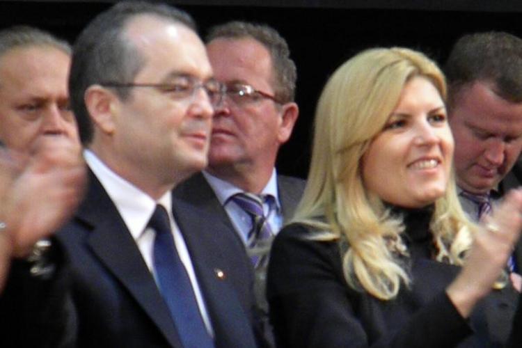 Emil Boc, la alegerile PDL Cluj: Romania are o boala, criza economica, si trebuie sa o vindecam! Vom castiga alegerile in 2012 - FOTO