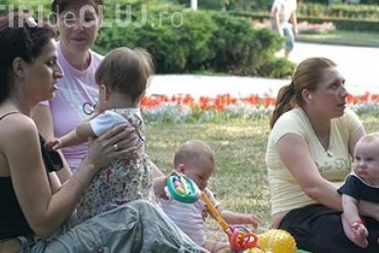 Concediul maternal se reduce la 1 an, din 2011! VEZI ce a declarat Emil Boc