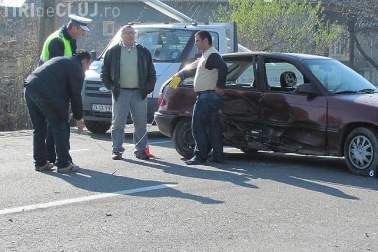 Accident pe Dealul Feleacului la coborare spre Turda! Patru persoane sunt ranite!