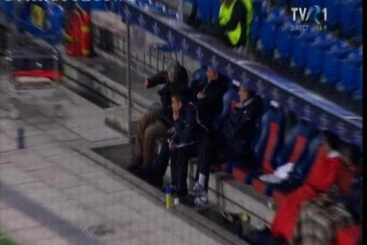 Sorin Cartu a spart geamul de la banca de rezerve a CFR-ului la meciul cu FC Basel - VIDEO si FOTO