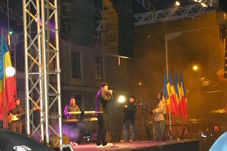 Smiley a adunat 2.000 de tineri in Piata Lucian Blaga din Cluj Napoca, de 1 Decembrie - FOTO si VIDEO