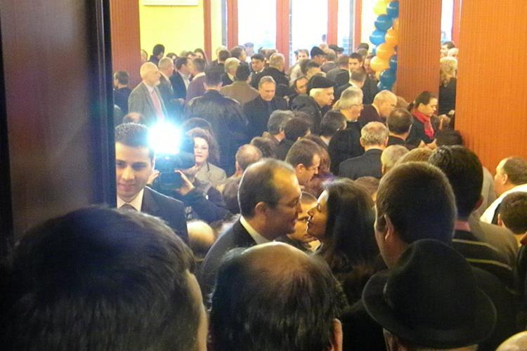 Alegerile PDL Cluj in imagini! Emil Boc a sarutat pe rand femeile din partid, iar Buda, Apostu si Hardau au pus tara la cale - Galerie FOTO