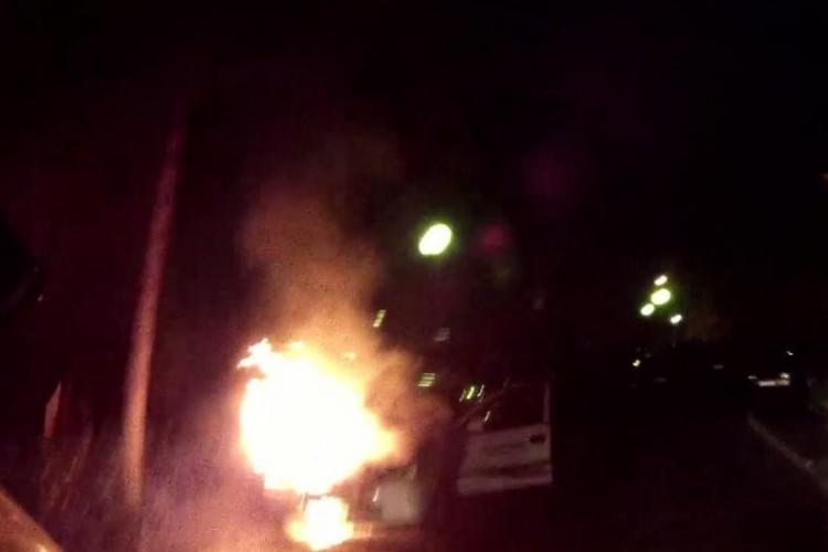 Cluj: Mașină în flăcări pe centura Apahida - VIDEO