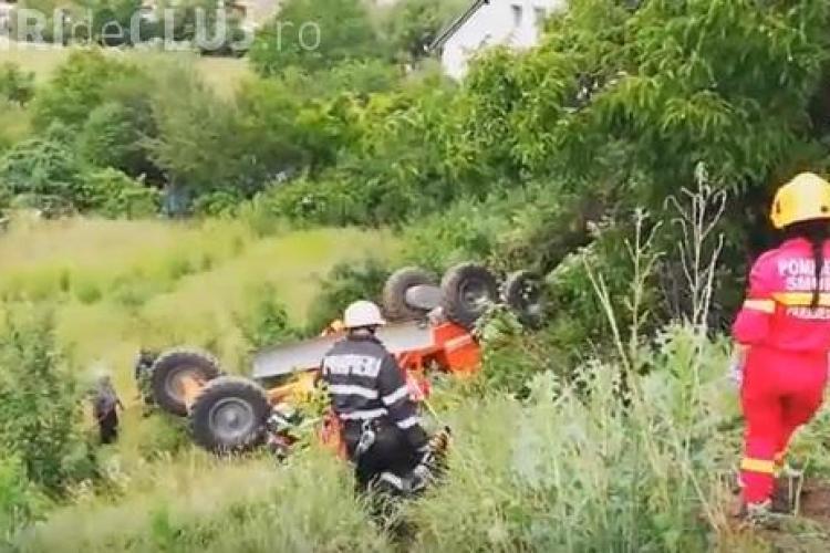 Intervenție dificilă a pompierilor clujeni! Un bărbat a ajuns la spital după ce s-a răsturnat cu autogrederul pe Frunzișului VIDEO