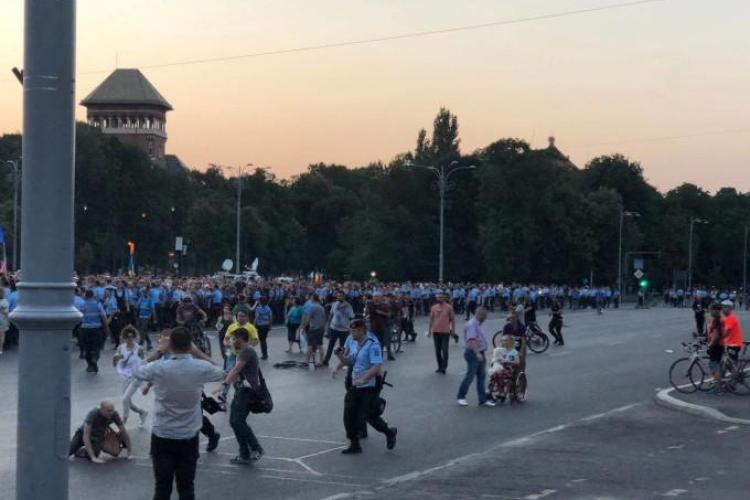 Proteste masive în Cluj, București și alte județe din țară, după votul modificării Codului Penal. În capitală s-a soldat cu incidente VIDEO