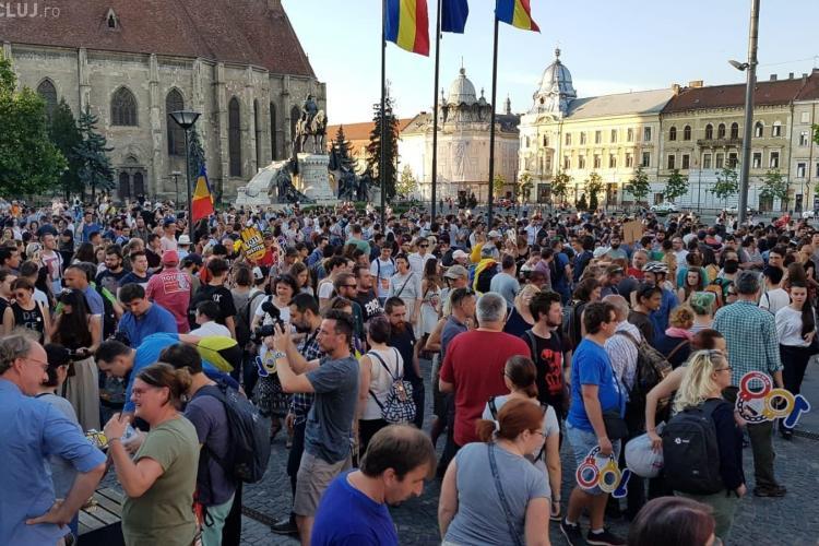 """A treia zi de proteste la Cluj: """"TOT Clujul e cu ochii pe voi! Nu scăpați!"""""""