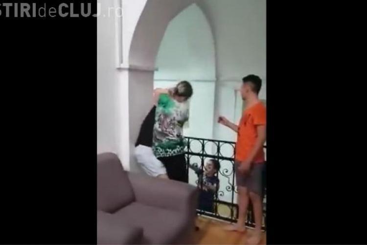 Elevii Liceului pentru Deficienţi de Auz din Cluj puși să semneze că nu mai filmează ceea se petrece în şcoală