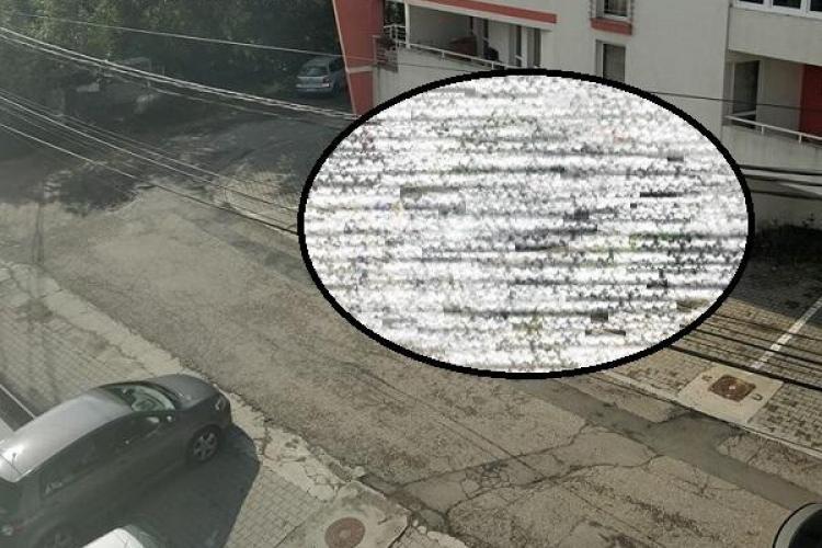 Cum se parchează BMW-ul la Cluj. A blocat complet accesul în parcarea unui bloc FOTO