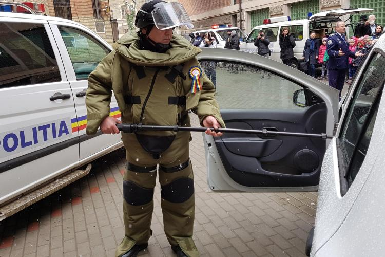O cutie suspectă a EXPLODAT în Mănăștur! Un clujean a fost rănit după ce cutia a explodat lângă mașina lui