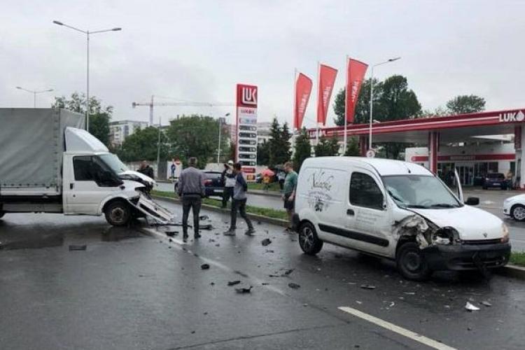 Două accidente, unul după altul, pe Calea Turzii, la mai puțin de 500 metri distanță FOTO