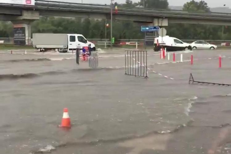 Mica Veneție de la Vivo! Ieșirea din centrul comercial este inundată - VIDEO