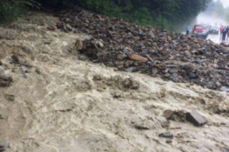 Cluj: DN 75 blocat de aluviuni. 100 de mașini au fost surprinse - FOTO