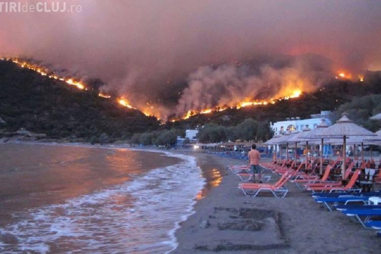Arde Grecia. Imagini apocaliptice cu pădurile arzând - FOTO