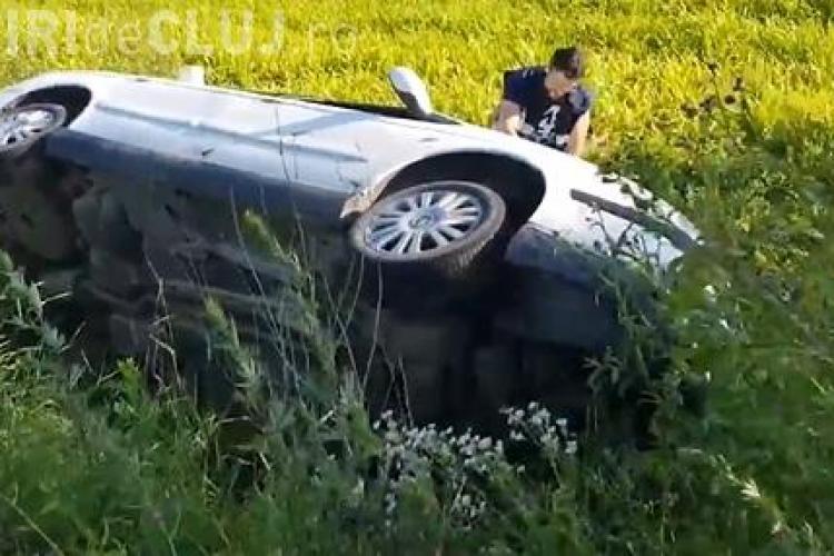 CLUJ: Accident grav la Fizeșu Gherlii. Un șofer s-a răsturnat cu mașina încercând să evite un taximetrist FOTO/VIDEO
