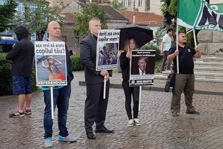 Protest pe grindină, al Noii Drepte, la Cluj. Militează pentru familia tradițională FOTO/VIDEO