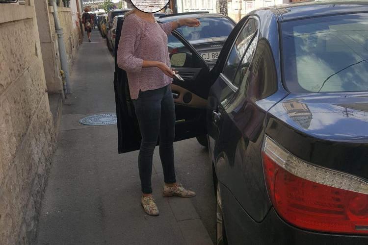 """Tupeul unei blonde cu BMW! A """"rupt"""" o bicicletă electrică și tot ea a făcut gură - FOTO"""