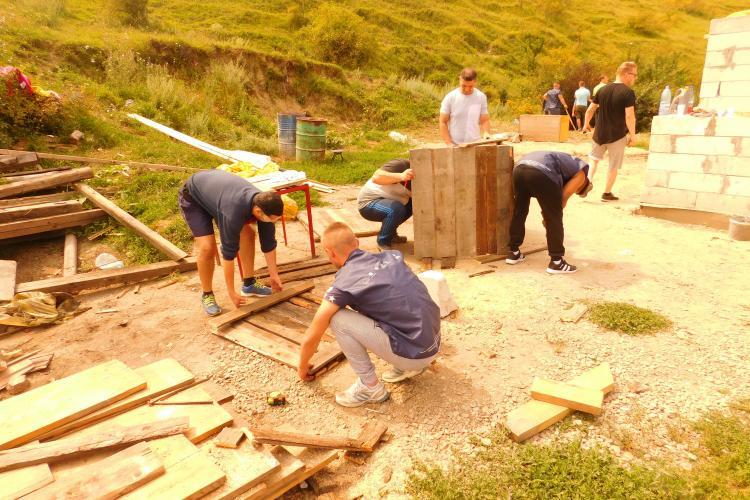 Deținuții de la Penitenciarul Aiud construiesc o casă socială la Cluj