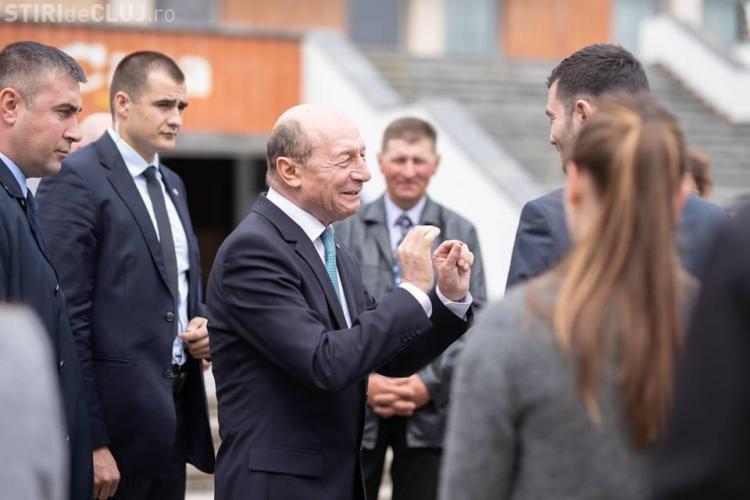Băsescu îl laudă pe Boc pe Facebook. Compară Clujul cu Bucureștiul