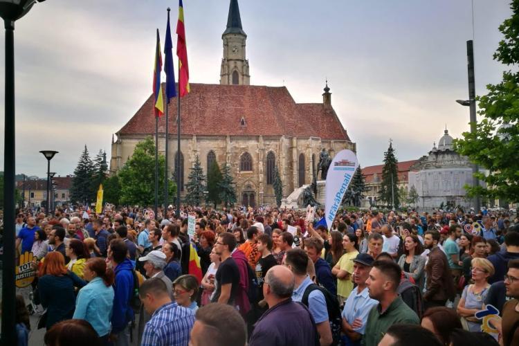 Peste 3.000 de clujeni au ieșit în stradă în a treia zi de proteste FOTO/VIDEO