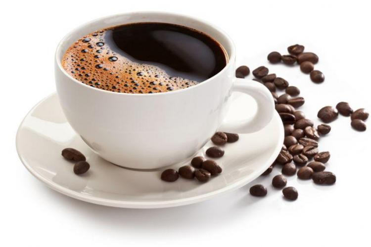 Cafea cu sare? De ce trebuie să folosești acest secret