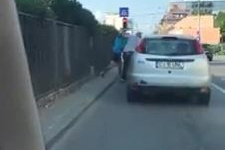 Cluj: Bătaie în grup la un semafor din Mărăști - VIDEO