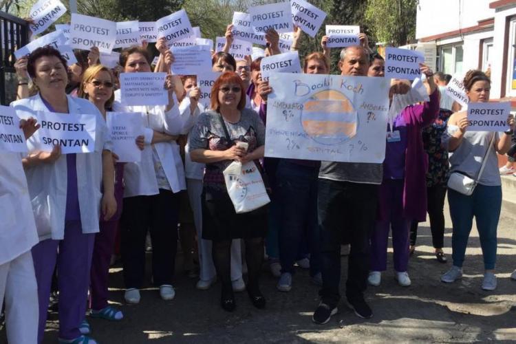 Pacienții din organizația COPAC mulțumesc protestatarilor de la Spitalul Universitar pentru curajul lor