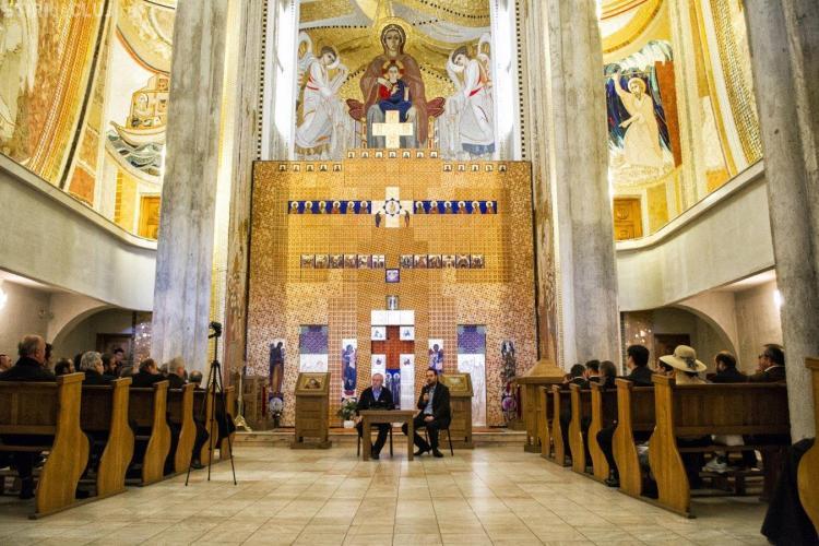 Jurnalist francez în Cluj: De ce construiți biserici fastuoase, dacă aveți spitale vechi?