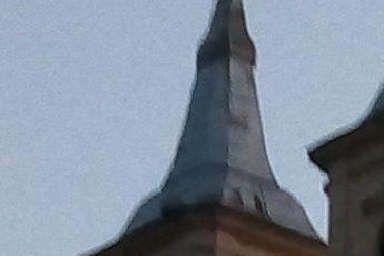 Nici Mănăstirea Nicula nu mai e ce a fost: Crucea de pe biserică e strâmbă