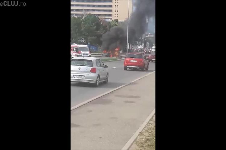 O mașină a luat foc pe Calea Turzii - VIDEO