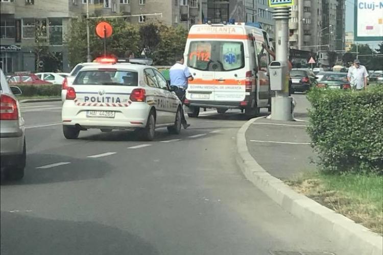 Accident în Mărăști. Un pieton a fost lovit chiar pe trecere FOTO