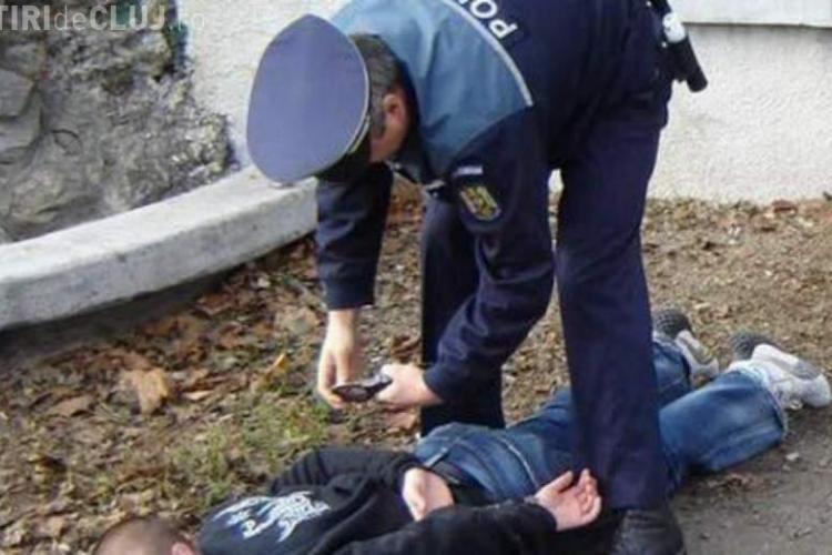 Clujean beat a intrat cu mașina în poarta secției de poliție