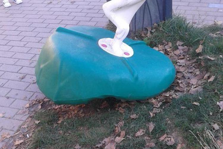 Șulea, supărat pe floreștenii care distrug coșurile de gunoi și parcurile de joacă: Unii fac exerciții de kung fu cu ele